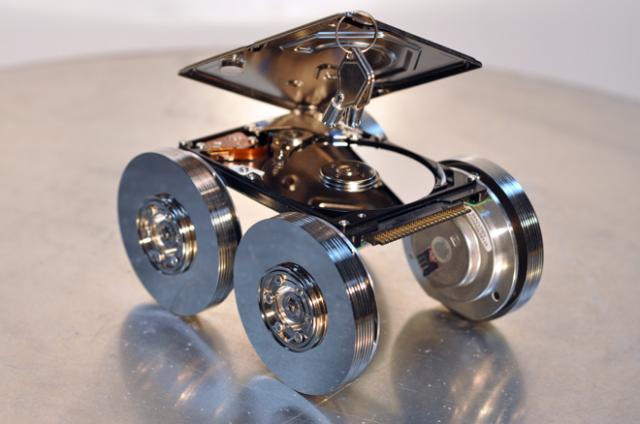 Робот из дисков