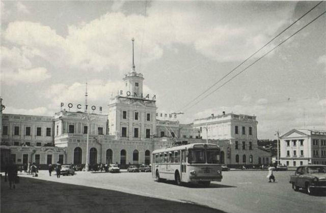 Старое здание ж-д вокзала. 1970 год.jpg