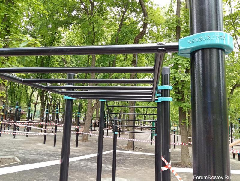 турники и брусья в парке революции.jpg