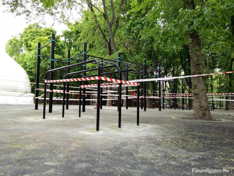 Брусья в парке революции.jpg