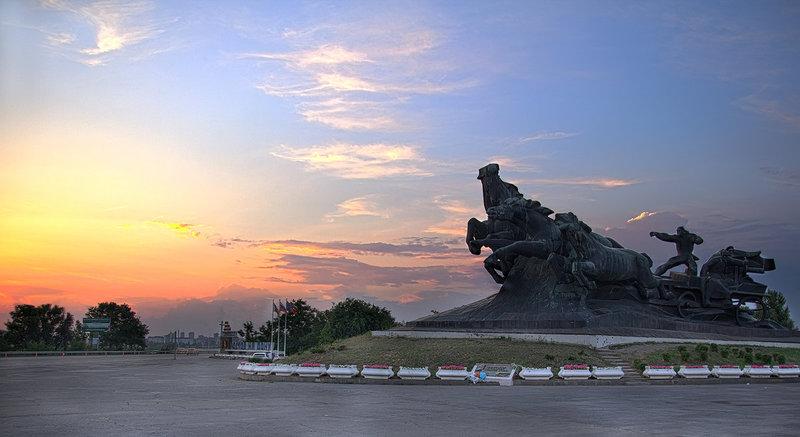 памятник тачанка реконструкция.jpg