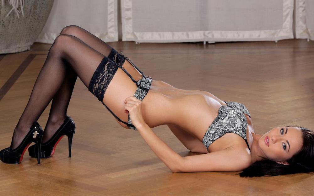 эротическое фото белье каблуки