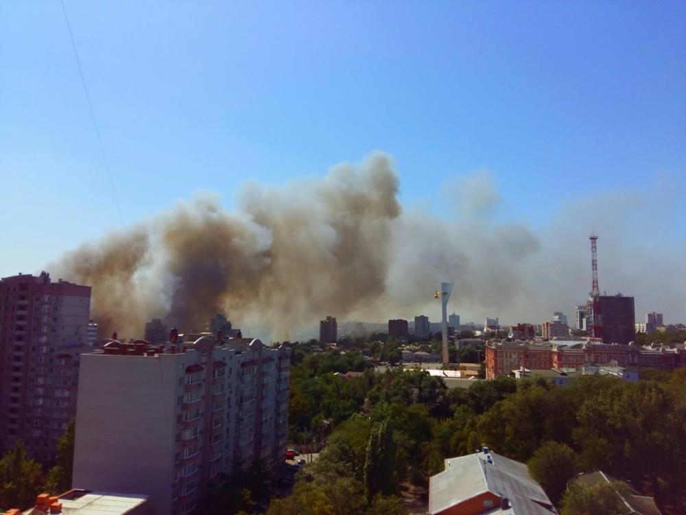 Пожар на театральном спуске 21 августа 2017 года в ростове на дону.jpg