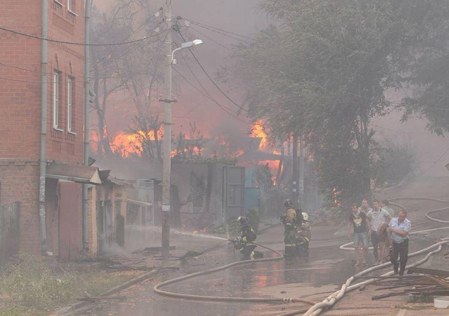 Тушение крупнейшего пожара в ростове на театральном спуке  фото.JPG