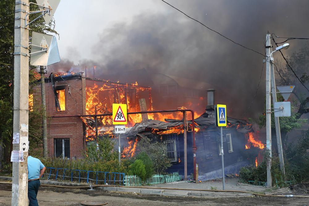 как горели дома в ростове фото.jpg