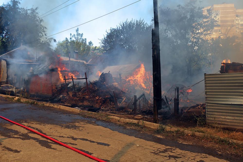 фото тушения пожара в ростове.jpg