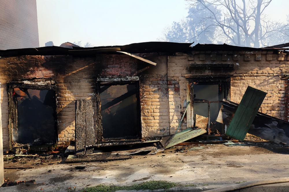 в ростове сгорели десятки домов фото.jpg