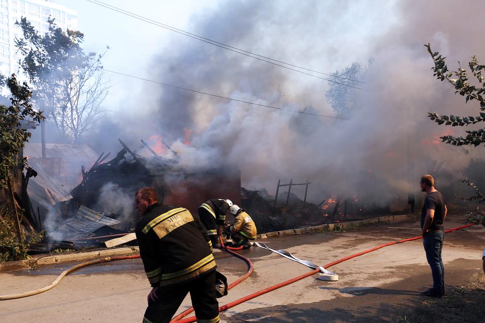 пожар на нижегородской в ростове фото.jpeg